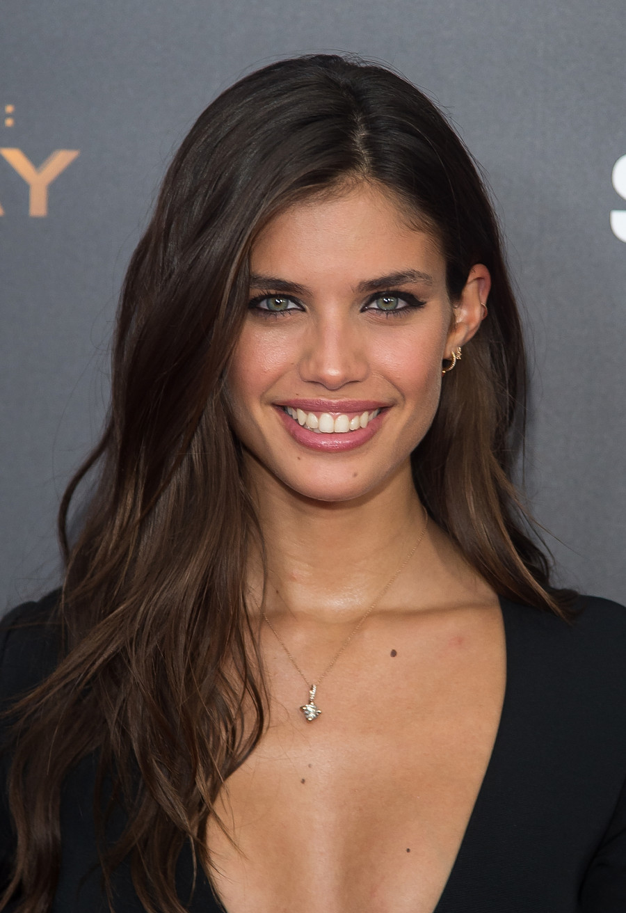 """NEW YORK, NY - NOVEMBER 18:  Model Sara Sampaio attends """"The Hunger Games: Mockingjay- Part 2"""" New York premiere at AMC Loews Lincoln Square 13 theater on November 18, 2015 in New York City.  (Photo by Michael Stewart/WireImage)"""